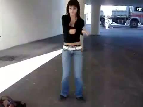 apaçi dansı yapan kız