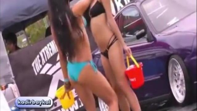 Oto yıkamacı seksi kızlar