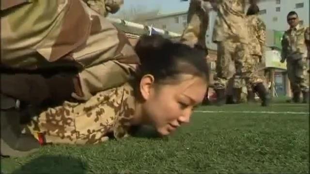 Çin kadın askerlerinin eğitimi