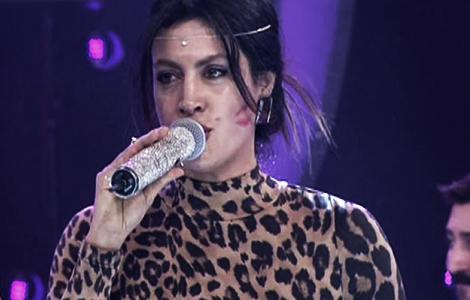 "Tuğba Ekinci""nin detonesi Bülent Ersoy Show""a damga vurdu !"
