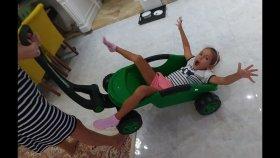Yeşil Römork ile Elifi ve Kedicikleri Taşıdık , Eğlenceli Çocuk Videosu , Toys Unboxing
