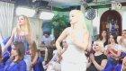 Aslı ve Pınar'ın Uyumlu Dans Etmesi