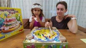 MONSTER TORTE , Renkleri önce toplayan kazanır , eğlenceli çocuk videosu , toys unboxing