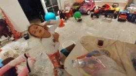 Havuz şişme oyuncaklarımızı , zıpzıplarımızı , havuzlarımızı topluyoruz , düzenliyoruz , eğlenceli çocuk