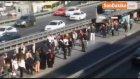 Suriyeli Çocukların Metrobüs Yolunda Tehlikeli Oyunu