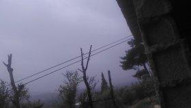 Yağmur yağması ani yağmurlu bir günde yağmurun bulutlardan inmesi yağmur sesleri videoları