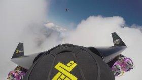 Bulutlar ile Oynayan Jet Adam !