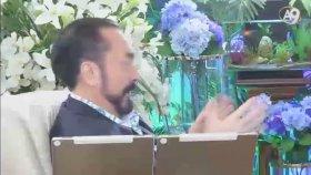 Adnan Oktar'a Göre Kur'an - ı Kerim'de Dekolte Varmış !