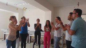 Yılan Dansı Müzik Öğretmenleri Etkinliği Orff Eğitimi El ele Tutuşarak Müzik Ritmine Uyum