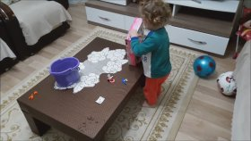 Yeni Alınan Oyuncak Bebeğine Çok Sevinen Küçuk Kız