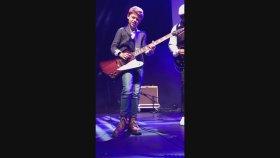 12 Yaşındaki Çocuktan Muhteşem Gitar Performansı