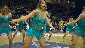 Birbirinden Eğlenceli Danslarıyla Harika Şovlar Sergileyen Amigo Kızlar