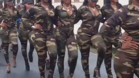 Hem Seksi Hem Güçlü Asker Kadınlar
