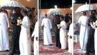 Suudi Arabistan'da İki Cesur Erkeğin Evlenmesi