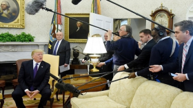 Donald Trump , CNN Muhabiri Jim Acosta'yı Oval Ofis'ten Kovdu