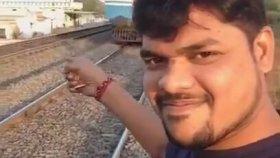 Selfie Çekmek İsterken Fiyakası Tren Tarafından Bozulan Adam