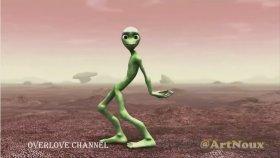 Dans Eden Yeşil Uzaylı