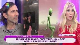 Seda Sayan ve Peker Açıkalın'dan Yeşil Uzaylı Dansı