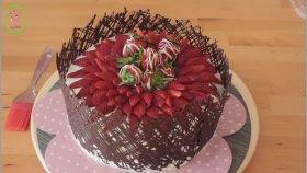 Çikolata Kaplı Çilekli Pasta