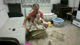 Babasıyla Atçılık Oynayan Bebek