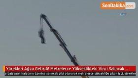 Yürekleri Ağza Getirdi ! Metrelerce Yükseklikteki Vinci Salıncak Yapan İşçi Kamerada