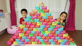 Melike Ve Erenin Sihirli Kutuları Wall With Magic Boxes , Hide And Seek   Funny Oyuncax tv