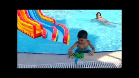 Melike Ve Eren Su Parkında Water Park Swimming Pool Kids , Funny Kids Video Oyuncax TV