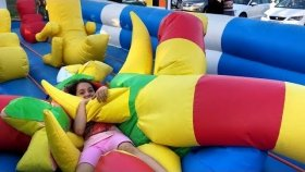 Melike Ve Eren Zıp Zıp Parkında GIANT TRAMPOLINE PARK , INFLATABLE PARK Fun Kid Video