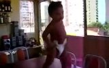 brezilyalı bebek samba dansı yapıyo