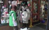 Sokaktan Geçenlere Güldüren Kardan Adam Şakası