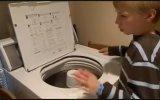 Çamaşır Makinesini Davula Çeviren Çocuk