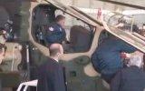 Cumhurbaşkanı Gül Kral İle Birlikte Pilot Selamı Verdi