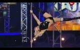 Ukraynalı kadın dansçıdan müthiş direk dansı !