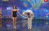 Yetenek yarışmasında harika akrobatik dans gösterisi