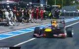 """Formula 1""""de Kameramana Lastik Çarptı"""