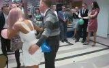 Rus Düğününde Balon Patlatma