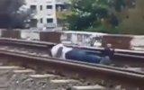 Trenin Altına Yatan Genç