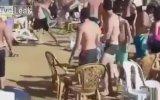 Kalabalık Plaj Kavgası