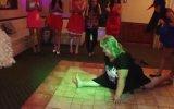 Rus Düğününde Hunharca Oynayan Kadın