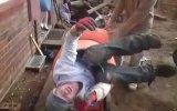 Poposu Beton Makinesine Sıkıştı