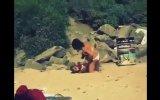 Bikinili Kızların Sahilde Kavgası