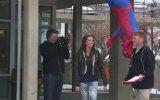 Spider - Man Kılığına Girip Kızlarla Öpüşme