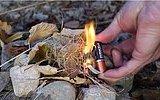 Tek Bir Pil ve Sakız Kağıdı ile Kolayca Ateş Nasıl Yakılır ?