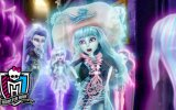 Monster High: Haunted (2015) Fragman