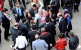 """Davutoğlu""""nu protesto eden türbanlı kadın dövülerek gözaltına alındı"""