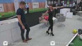 Topuklu Ayakkabı ile Futbol Show Yapan Kız !