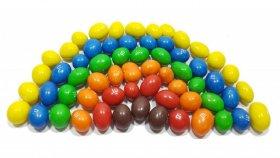 Çikolatalı şekerler ile renkleri öğrenin | Renkli çikolatalardan gökkuşağı nasıl yapılır ?