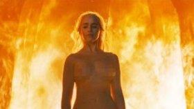 Game Of Thrones'un Ejderha Annesi Emilia Clarke'ın Cesur Sahnesi