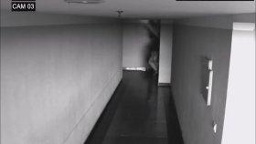 Cinlerin Koridorda Yürüyen Adama Saldırı Anı