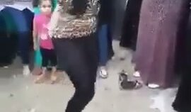 Türbanlıdan Dansöze Taş Çıkartan Kıvırma